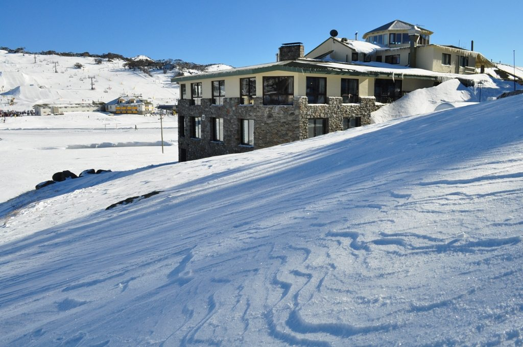 marritz hotel perisher accommodation on snow. Black Bedroom Furniture Sets. Home Design Ideas