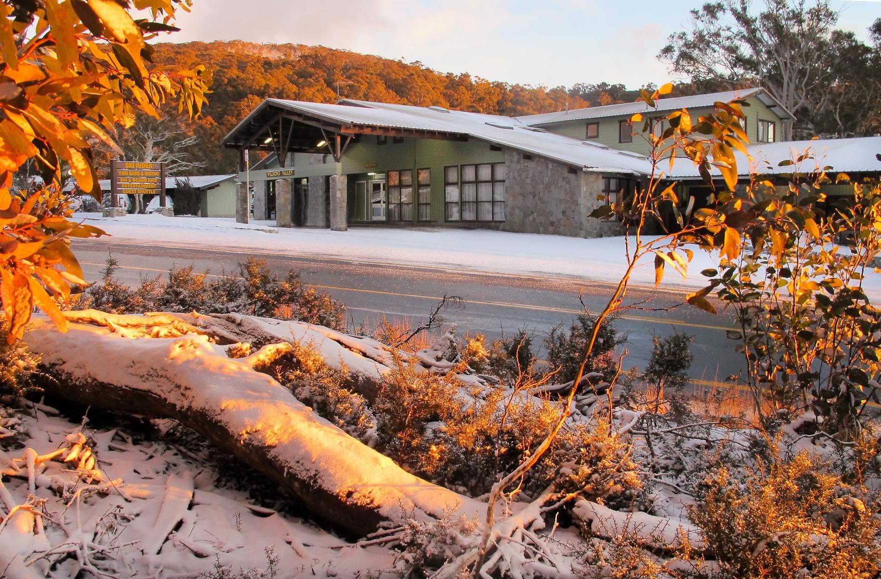 Ski rider hotel perisher accommodation on snow for Hotel au ski